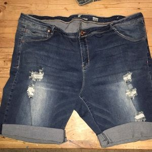 Almost Famous size 22 Bermuda shorts